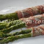 Involtini di asparagi e crudo