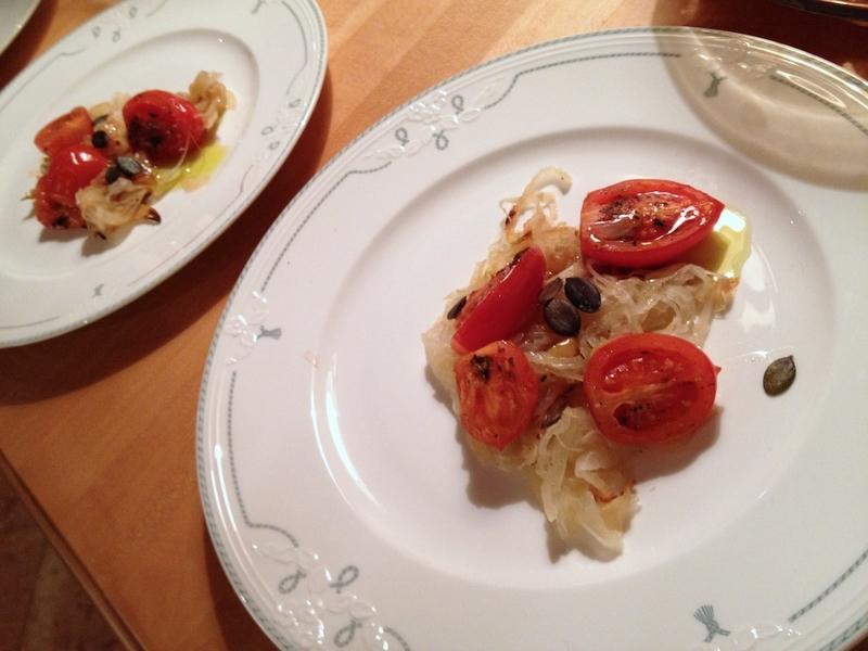 Cipolle brasate con pomodorini ed uva
